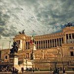 Прекрасная Италия открывается туристам всеми гранями своего великого прошлого. Великолепные храмы, замки, скульптуры, росписи и картины эпохи Возрождения,