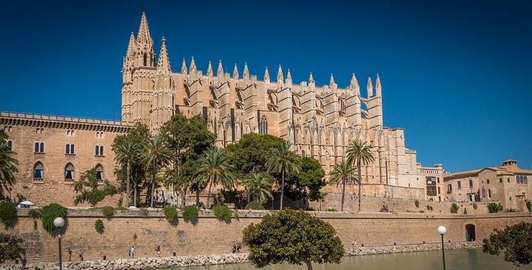 Пальма-де-Майорка города Испании.